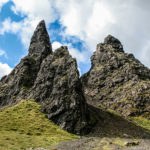 La scarpata di terriccio che conduce all'Old Man of Storr-Isola di Skye